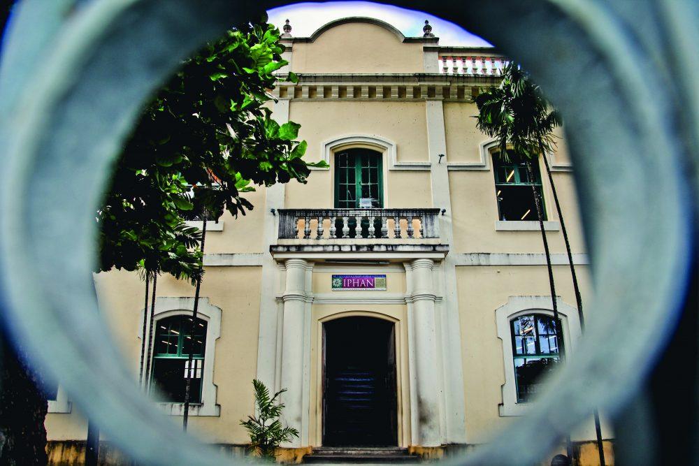 A sede do Iphan-CE, em Fortaleza, funciona em um prédio tombado, na Praça José de Alencar (Foto: Marília Camelo/Especial para O POVO)