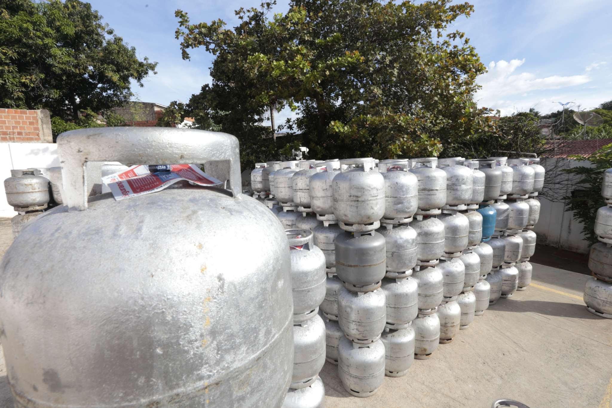 Cerca de 500 mil botijões de gás foram entregues às famílias beneficiadas em dois anos de projeto